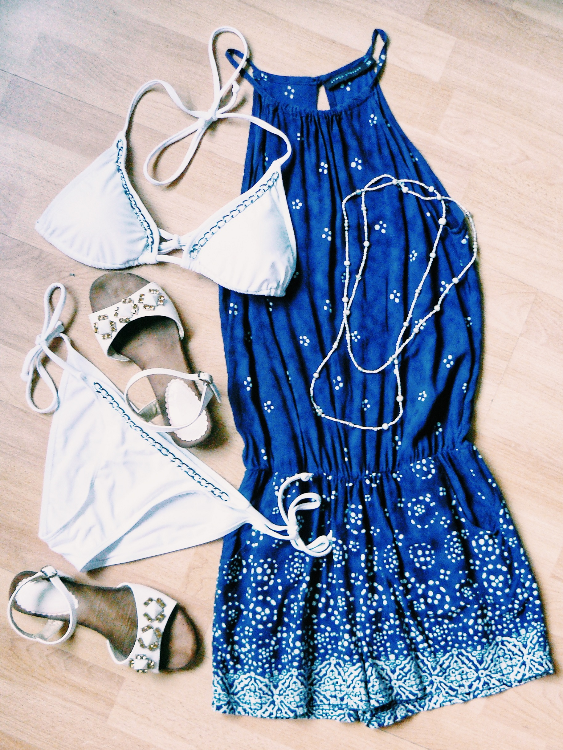 Outlandish blog holiday fashion style outfit inspiration packing tutorial
