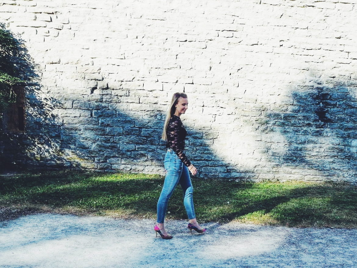 Outlandish blog what I wore outfit inspiration lace high heels