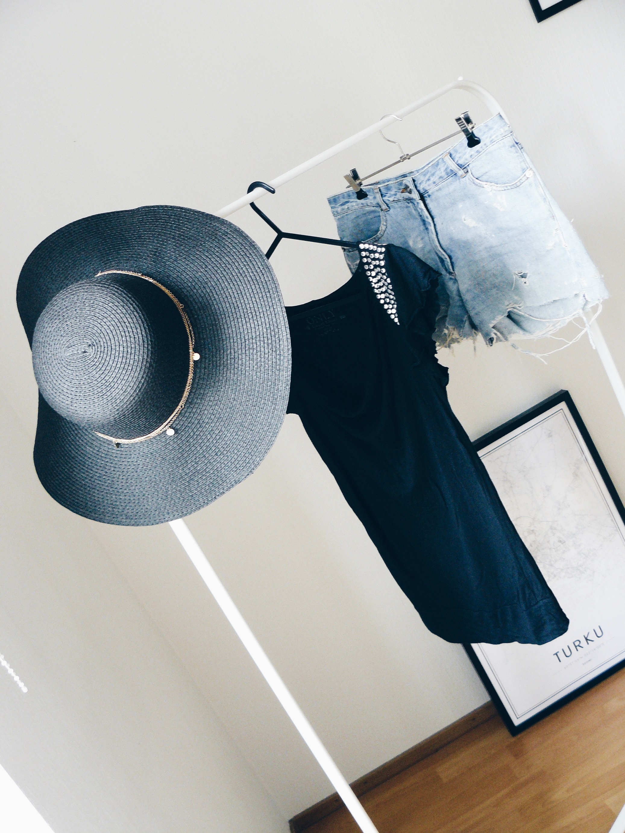 Outlandish blog outfit inspiration straw hat summer essentials