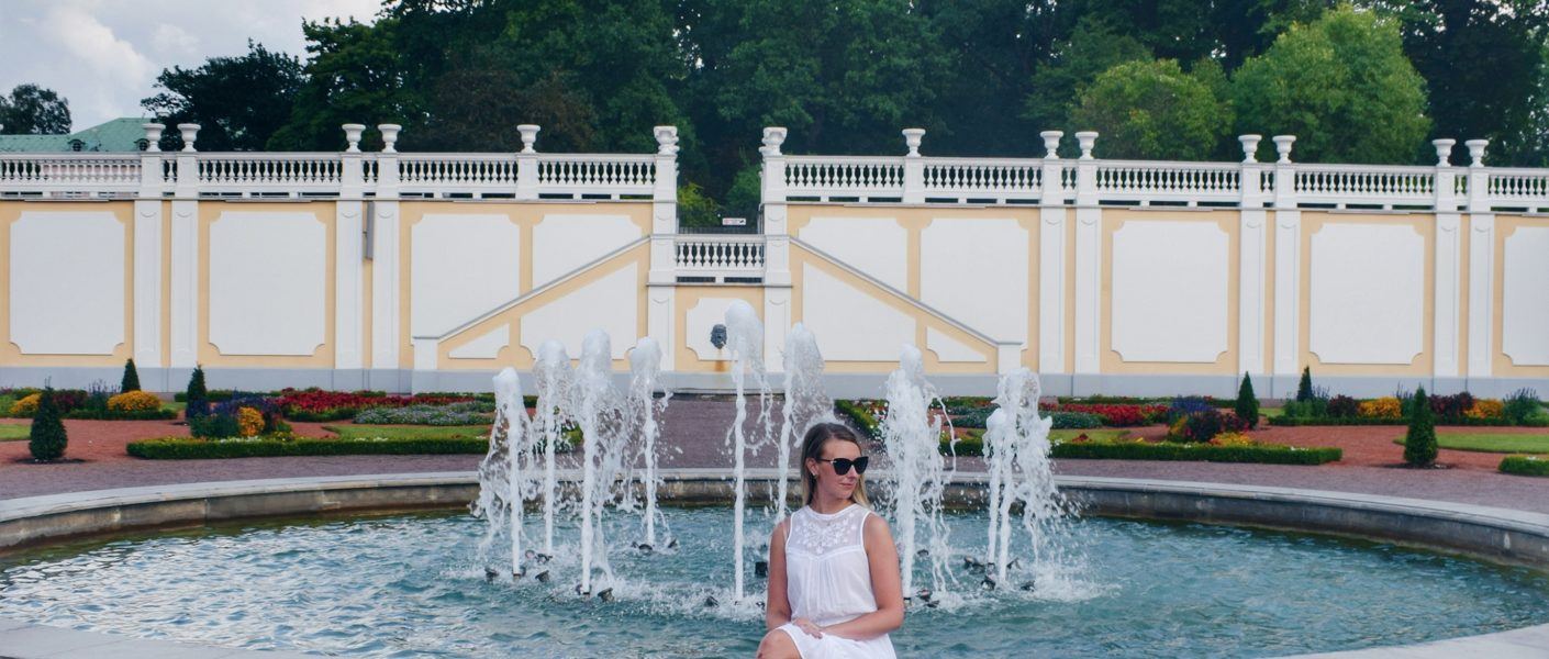 Outlandish blog how grow Instagram followers week blogging challenge Summer white dress fountain