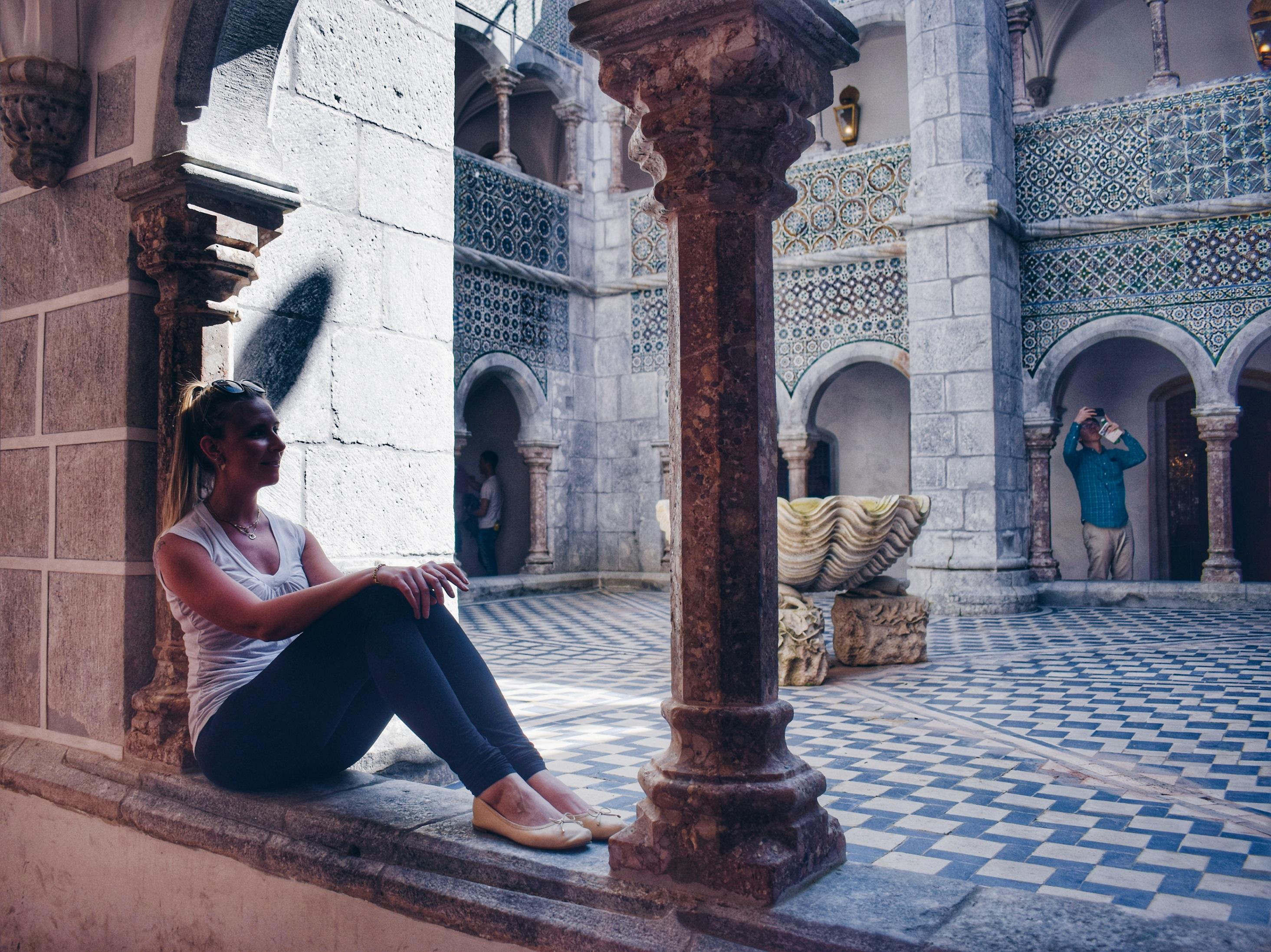 safety women traveling alone